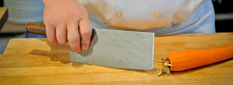 How to Hold a Chinese Vegetable Cleaver (Chef's Knife)